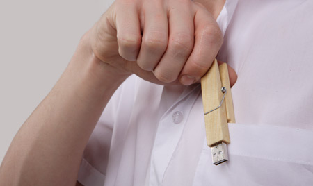 Wooden Clamp USB Flash Drive