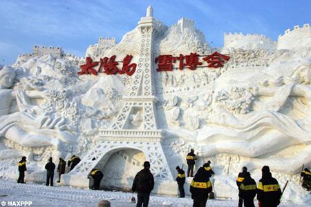 Snow Eiffel Tower
