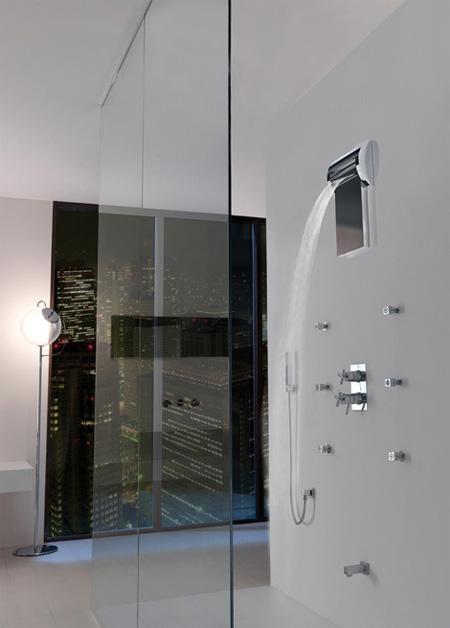 The Aquavolo Shower 2