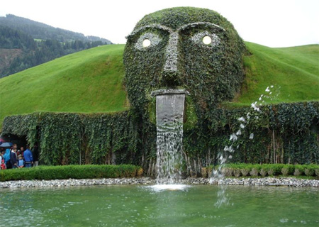 Swarovski Face Fountain