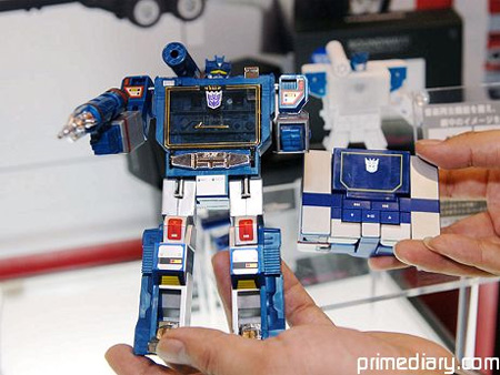 Soundwave Transforming MP3 Player