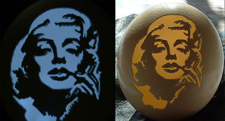Marilyn Monroe Eggshell Carving