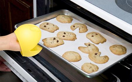 Pac-Man Oven Mitt