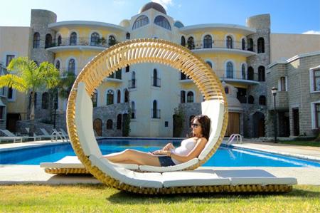 Loopita Chaise Lounge