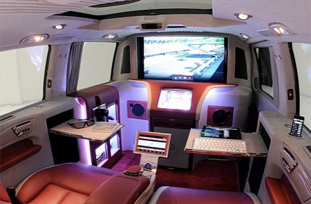 Multimedia Lounge on Wheels