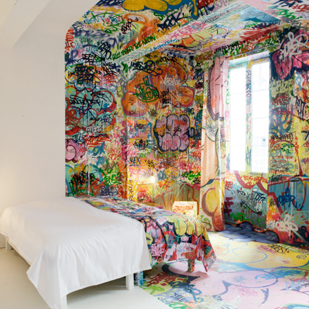 Au Vieux Panier Graffiti Hotel Room