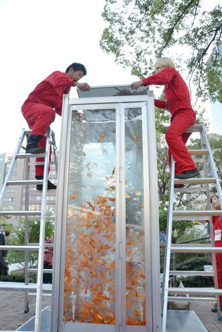 aquariumbooth11 - ایده کیوسک تلفن اکواریومی!