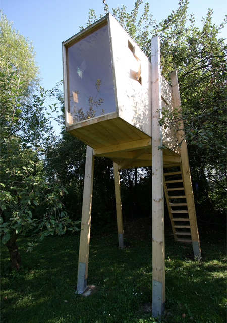 Free standing tree house for Modern tree house designs