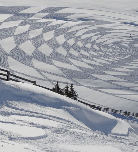 Pattern on Snow by Simon Beck