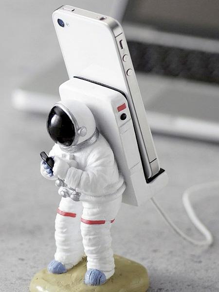 Astronaut iPhone Holder