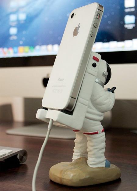 astronaut iphone dock - photo #10