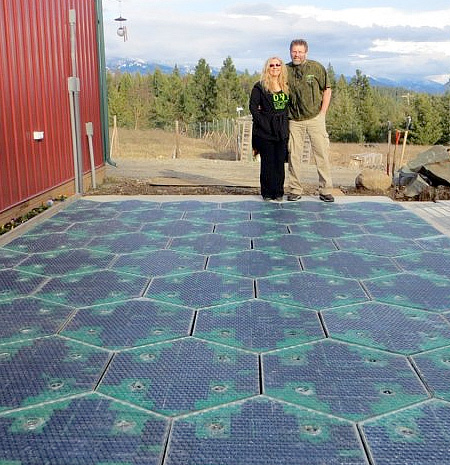 Los paneles solares del camino