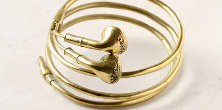 Gold Apple Earbuds Bracelet