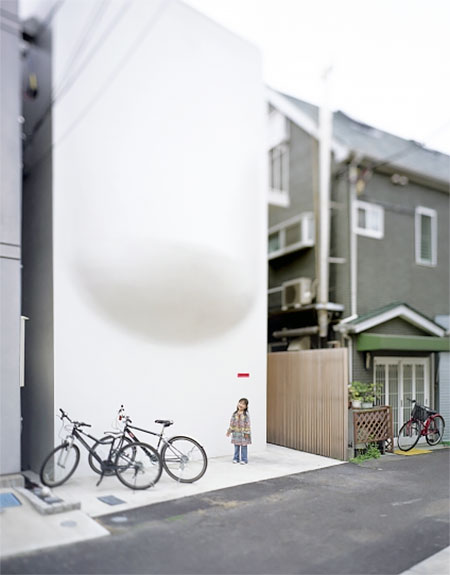 Bench House in Tokyo