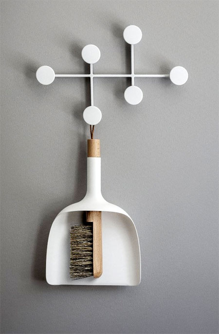 Innovative Dustpan