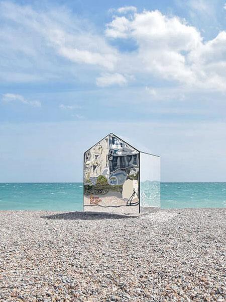 ECE Architecture Mirrored Beach Hut