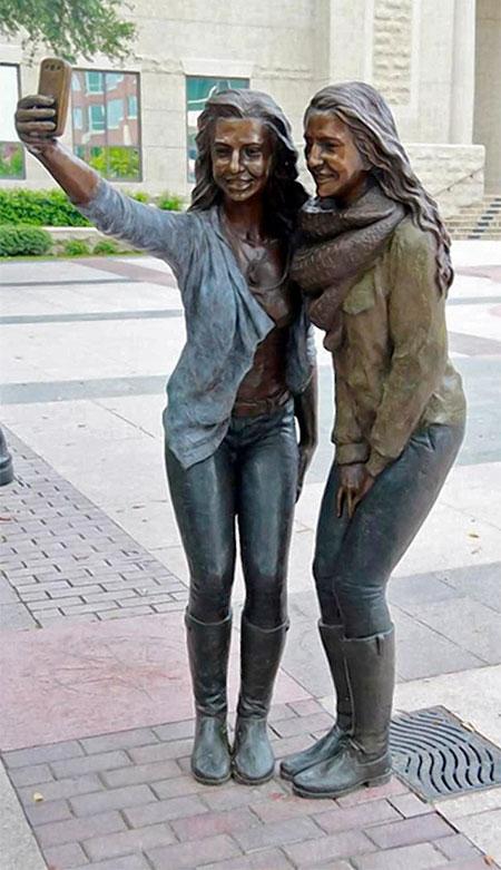Sugar Land Selfie Statue