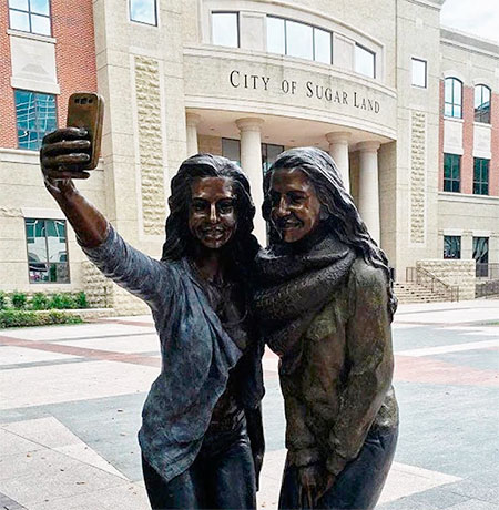 Sugar Land Texas Selfie Statue