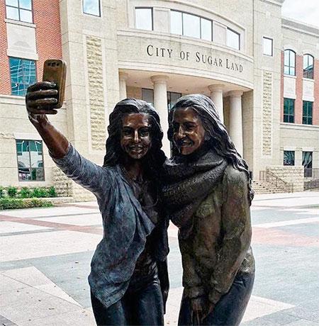 Sugar Land Texas Selfie Statue