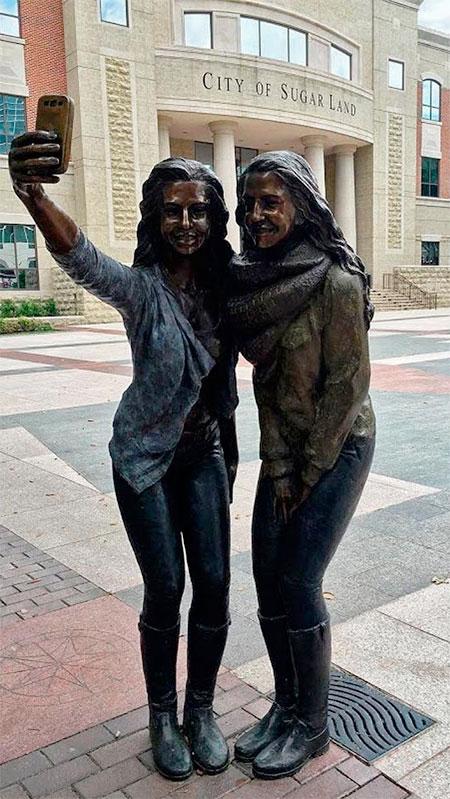 Texas Selfie Statue