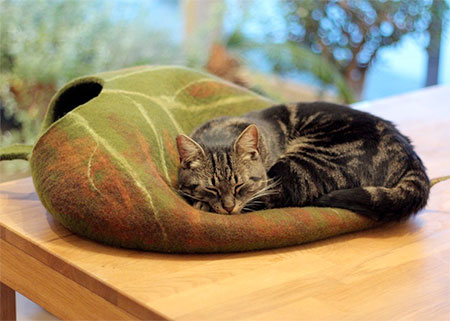Leaf Shaped Pet Bed