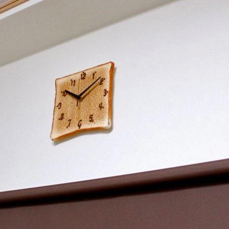 Realistic Toast Clock