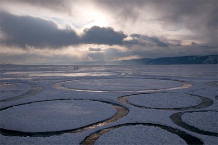 Frozen Lake Circle