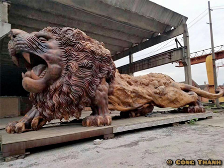 Giant Tree Lion