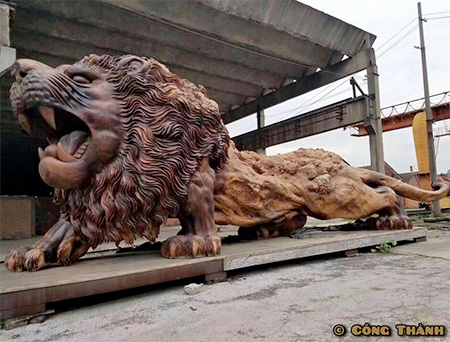 Giant Lion Tree Carving