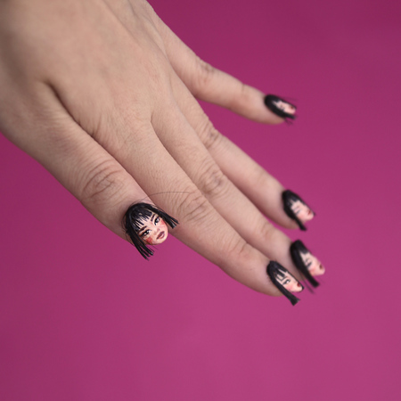 Selfie Fingernails