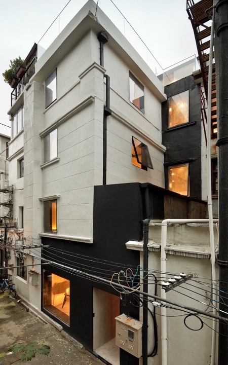 Townhouse with Glass Walls