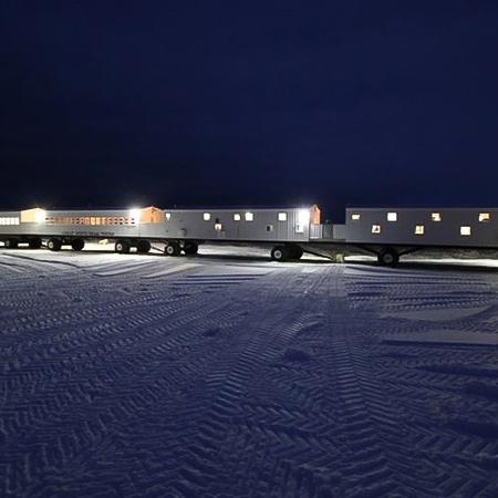 Tundra Lodge Rolling Hotel