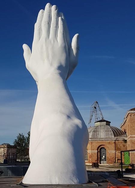 Lorenzo Quinn Giant Hands