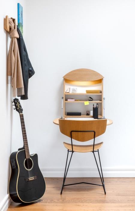 Hanging Fold-Up Desk