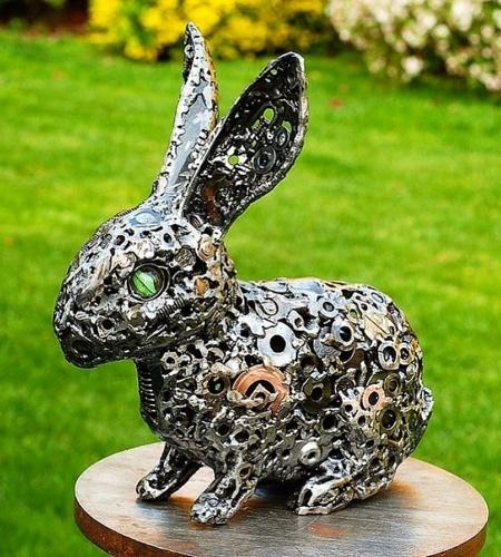 Sculptor Brian Mock