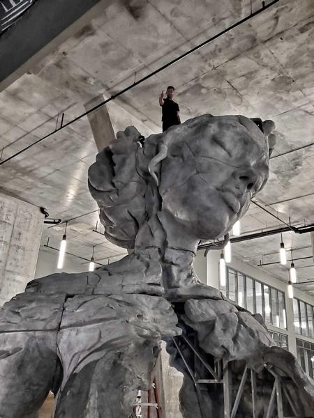 Sculptor Daniel Popper