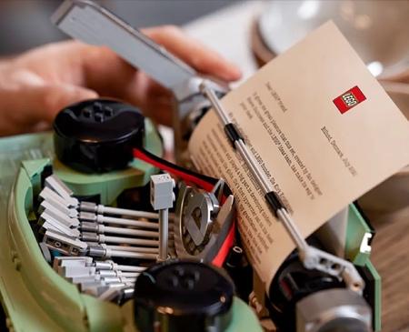 Working LEGO Typewriter