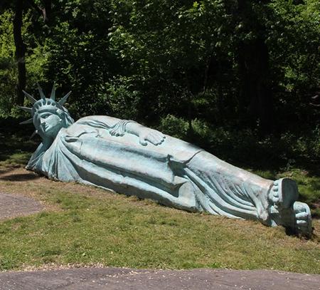Zaq Landsberg Reclining Liberty