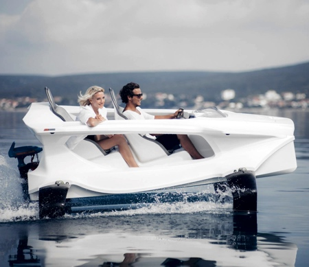 Hydrofoiling Boat